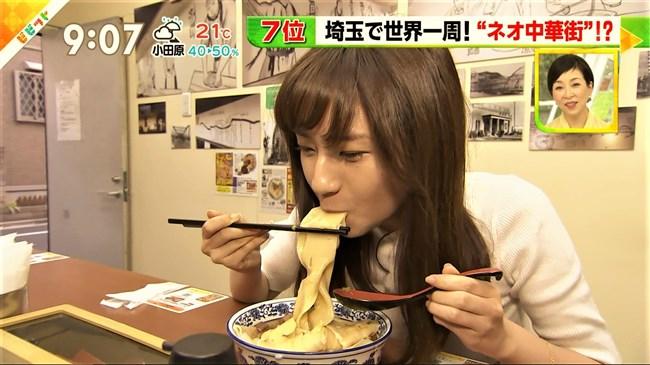 伊東楓~ビビットでニット服姿で胸の膨らみを見せ太麺を頬張る姿がエロ過ぎ!0004shikogin