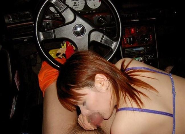 車内で彼氏のち〇ぽ咥えてるえっちなお姉さんwwww0006shikogin