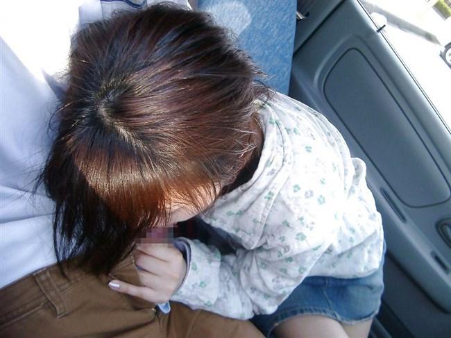 車内で彼氏のち〇ぽ咥えてるえっちなお姉さんwwww0018shikogin