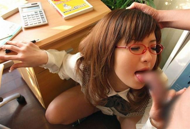 勤務中に社内の美人OLにフェラさせる妄想補助するエロ画像www0032shikogin