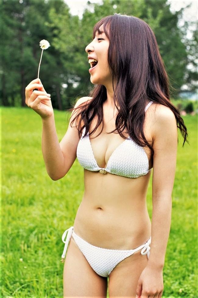 板野成美~ともちんの妹が週プレにて鮮烈な水着グラビア披露!姉よりグラマー!0002shikogin