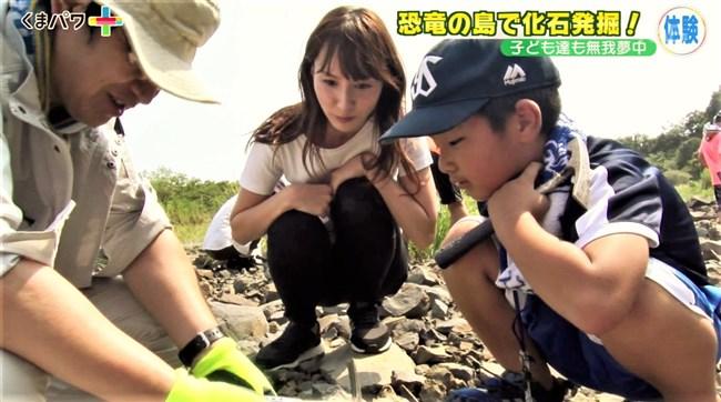 渕上彩夏~熊本朝日放送のくまパワ+で張り切り過ぎて胸チラとパン線を見せまくり!0007shikogin