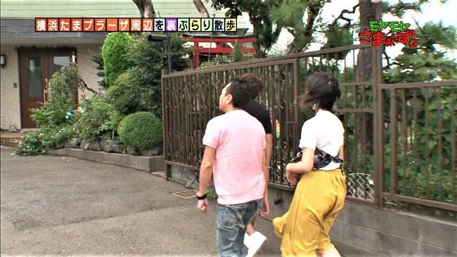 福田典子~モヤモヤさまぁ~ず2で薄手のスカート姿を強風が襲いヒップの形が鮮明に!0005shikogin