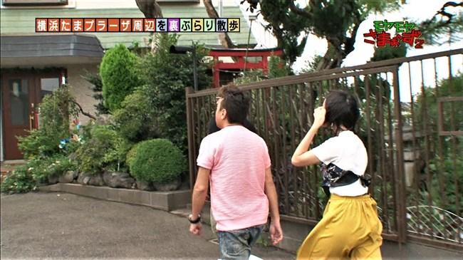 福田典子~モヤモヤさまぁ~ず2で薄手のスカート姿を強風が襲いヒップの形が鮮明に!0008shikogin