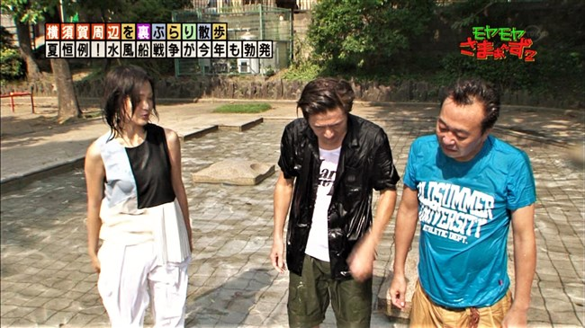 福田典子~モヤモヤさまぁ~ず2で薄手のスカート姿を強風が襲いヒップの形が鮮明に!0010shikogin
