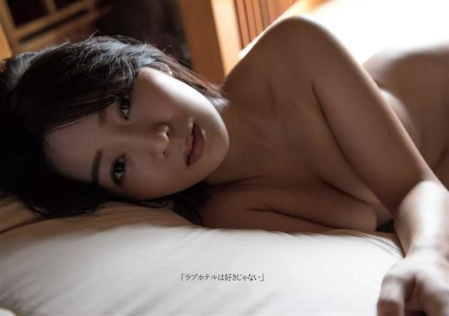階戸瑠李~週プレのグラビアは透け下着姿とセミヌードの露出ぶりで凄い!0007shikogin