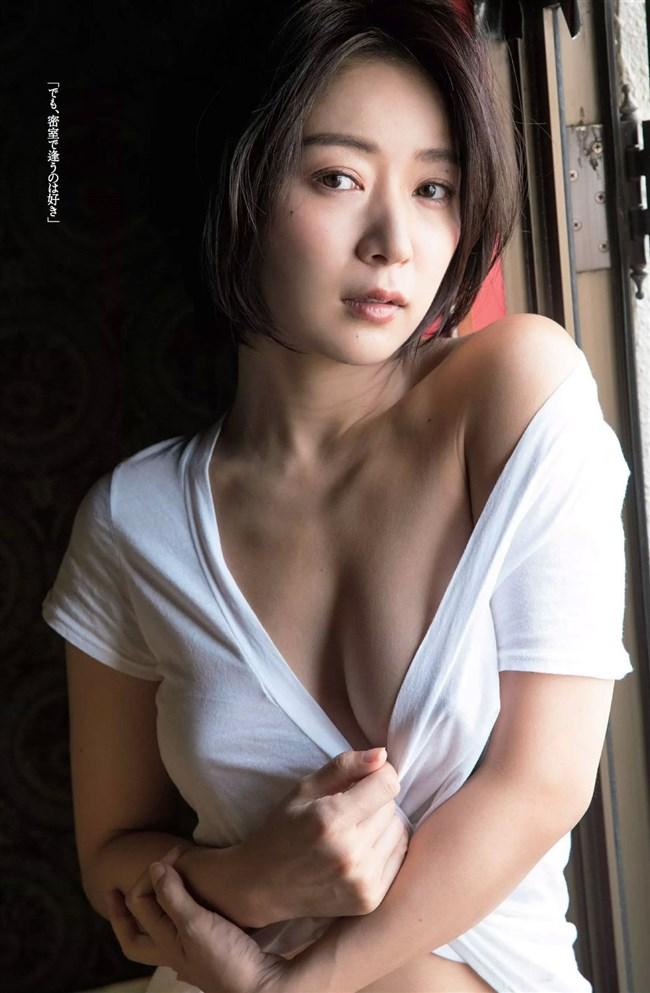 階戸瑠李~週プレのグラビアは透け下着姿とセミヌードの露出ぶりで凄い!0008shikogin