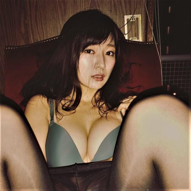 階戸瑠李~週プレのグラビアは透け下着姿とセミヌードの露出ぶりで凄い!0011shikogin