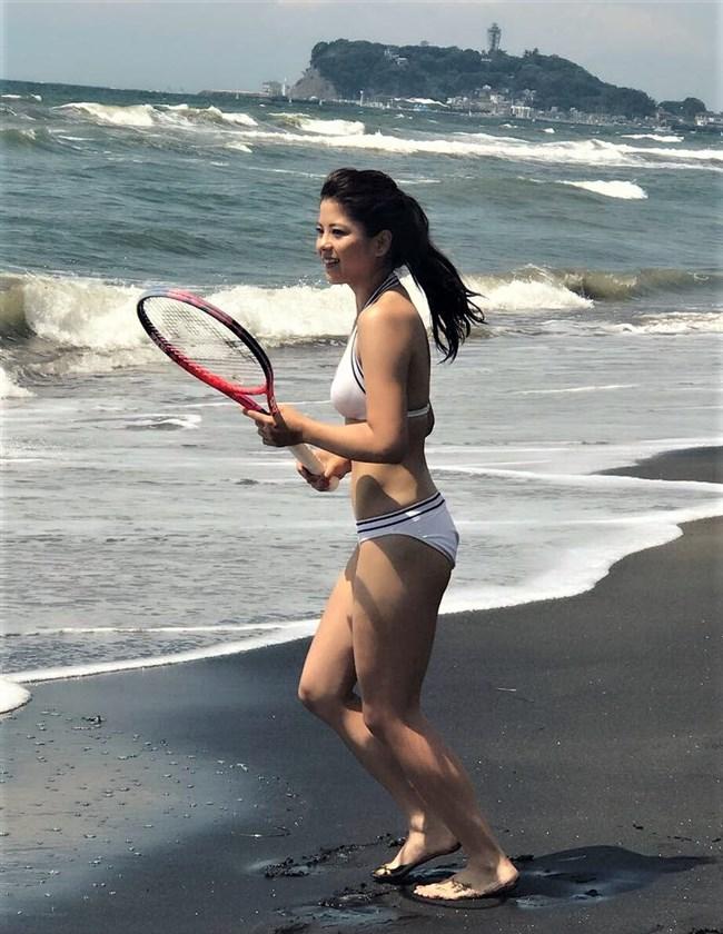 山本みどり~リアル峰不二子のテニスプレイヤーが週プレで水着グラビアを披露!0009shikogin
