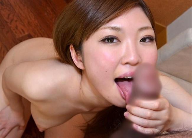 舌をいっぱい伸ばして亀頭や裏筋をチロチロ舐めてるご奉仕フェラ画像www0037shikogin
