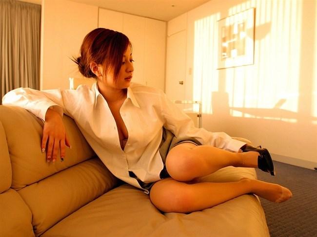 はだけた白いYシャツが性欲を掻き立てるエロ画像まとめwww0007shikogin