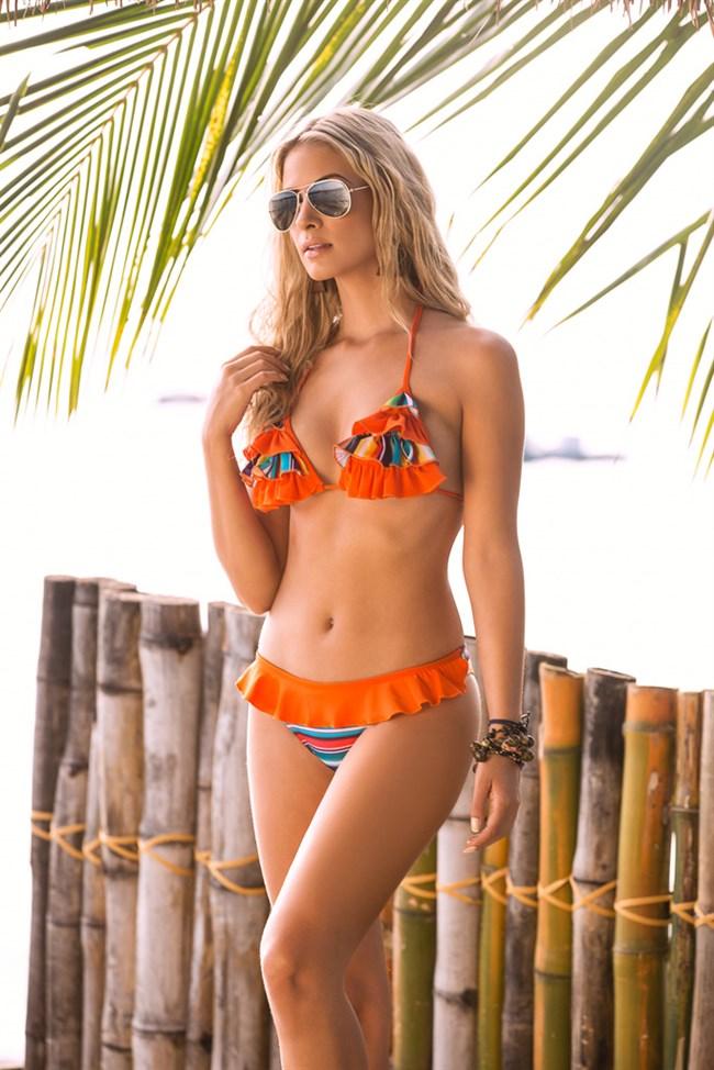 こんな外国人美女にビーチで遭遇したらガチでフル勃起確実wwwwwwww0005shikogin