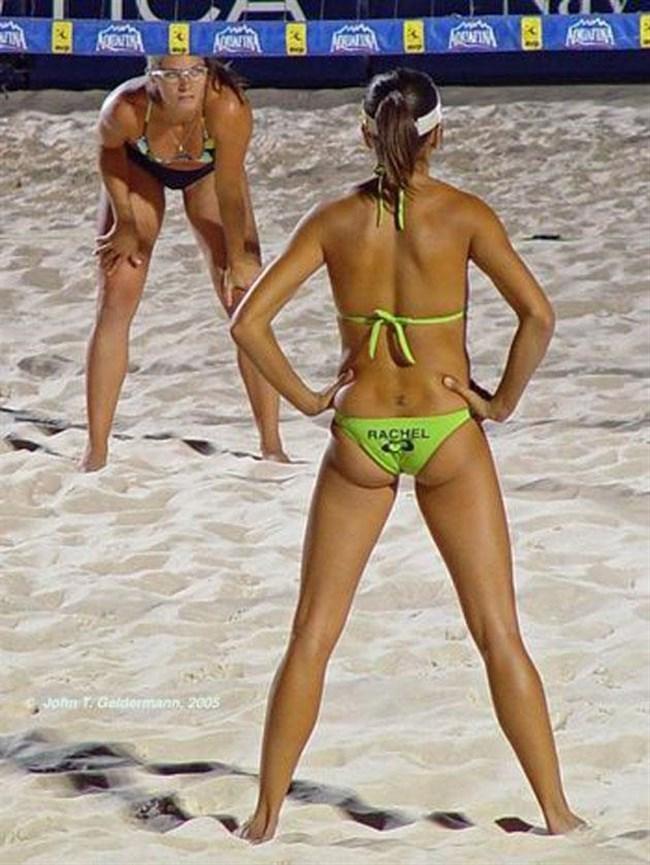 エロ目線でプレーに全く集中できない女子ビーチバレーwwwww0039shikogin