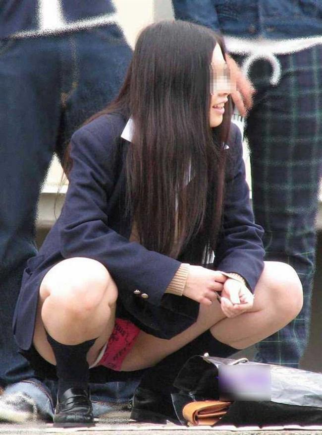 ミニスカJKが屋外でしゃがんだり座ったりすると必ずパンチラする法則www0013shikogin