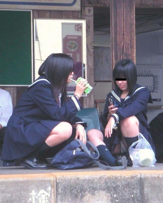 ミニスカJKが屋外でしゃがんだり座ったりすると必ずパンチラする法則www0019shikogin
