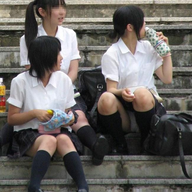 ミニスカJKが屋外でしゃがんだり座ったりすると必ずパンチラする法則www0007shikogin