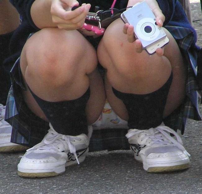 ミニスカJKが屋外でしゃがんだり座ったりすると必ずパンチラする法則www0009shikogin