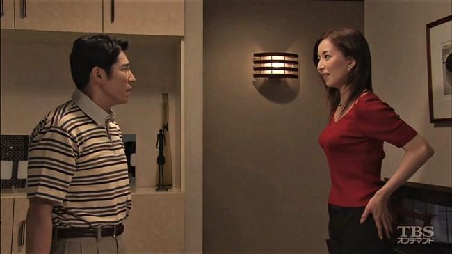 真矢ミキ~TBSドラマのバツ彼での巨乳な着衣オッパイと胸チラが最高に良かった!0003shikogin