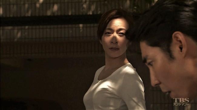 真矢ミキ~TBSドラマのバツ彼での巨乳な着衣オッパイと胸チラが最高に良かった!0019shikogin