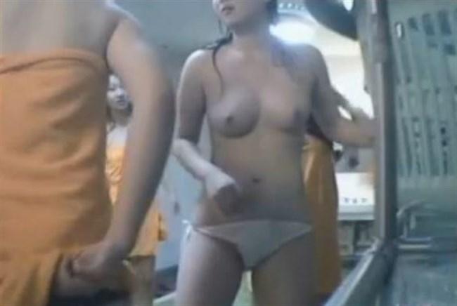 女子更衣室で無防備にお着替してる女性たちを激写wwwwww0012shikogin