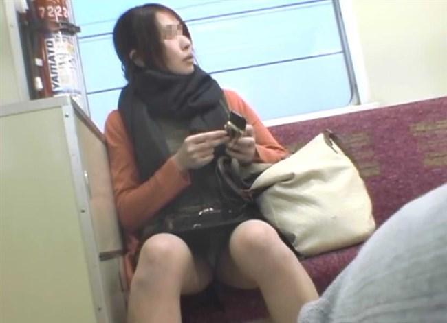 電車の対面シートで遭遇するラッキーパンチラwwwww0019shikogin
