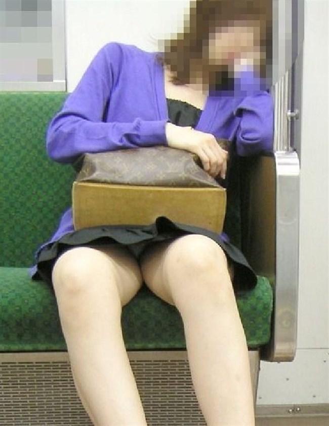 電車の対面シートで遭遇するラッキーパンチラwwwww0005shikogin