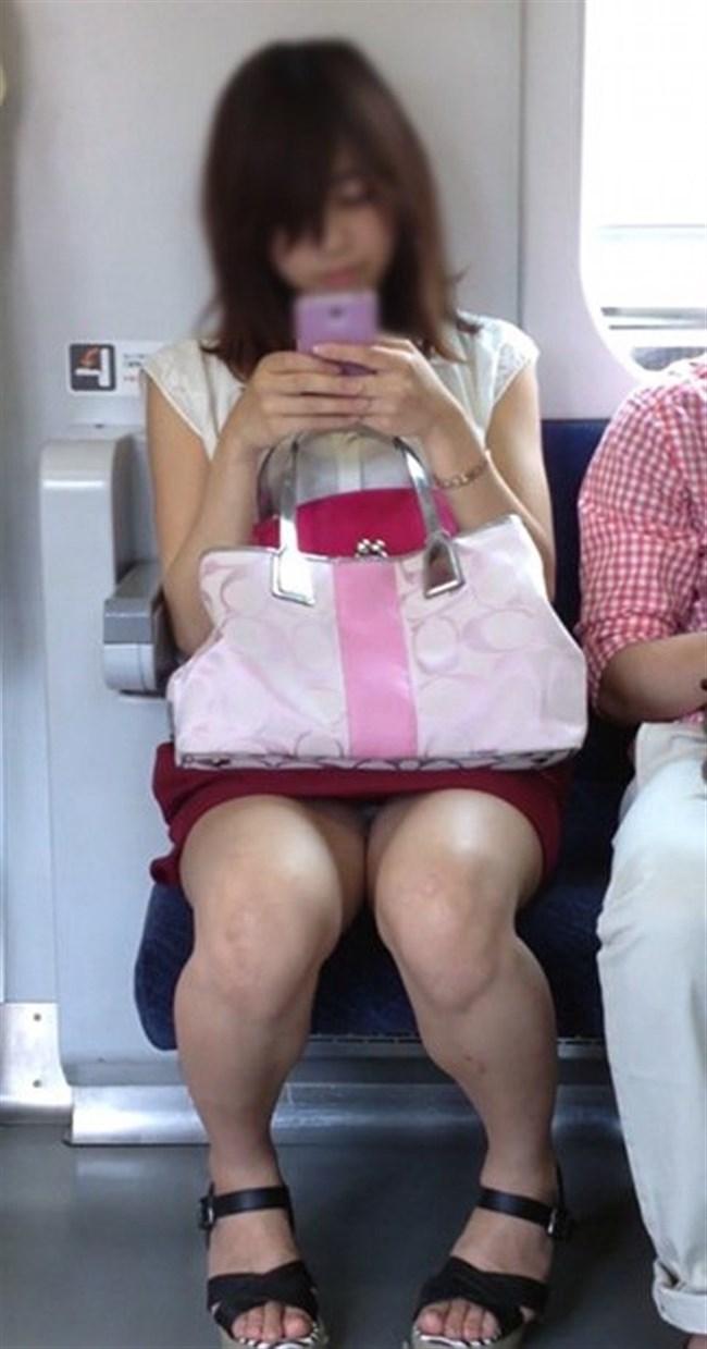 電車の対面シートで遭遇するラッキーパンチラwwwww0006shikogin