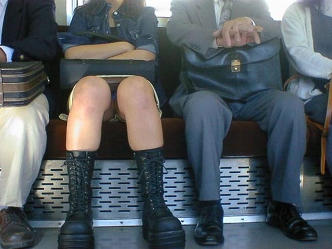 電車の対面シートで遭遇するラッキーパンチラwwwww0008shikogin