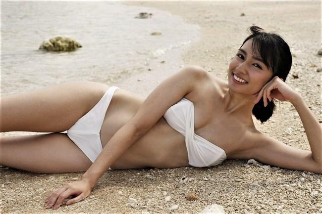 小泉遥~沖縄美人の初となる週プレ水着グラビアがエロ美し過ぎて超ドキドキ!0004shikogin