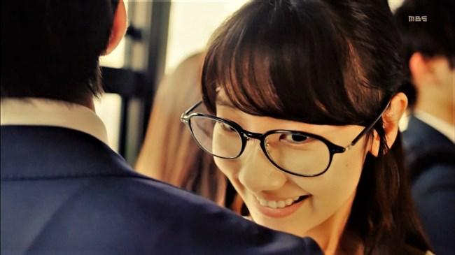 柏木由紀[AKB48]~ドラマで見せた胸の谷間と生パン姿でのヒップがエロ過ぎて驚き!0011shikogin