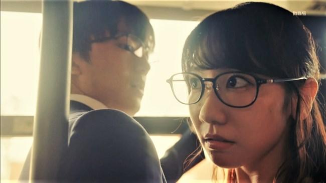 柏木由紀[AKB48]~ドラマで見せた胸の谷間と生パン姿でのヒップがエロ過ぎて驚き!0002shikogin