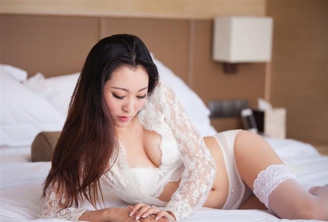 下着が白いってだけで清楚なお姉さんに見えてすこwwww0001shikogin