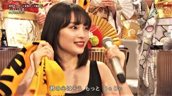 広瀬すず~紅白歌合戦でのノースリーブドレス姿はエロ可愛くてやっぱ最高!0010shikogin