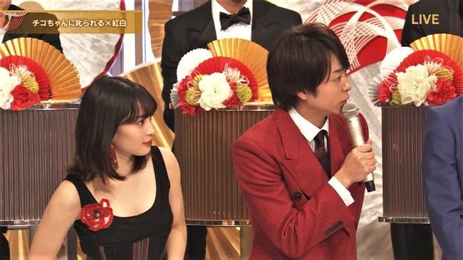 広瀬すず~紅白歌合戦でのノースリーブドレス姿はエロ可愛くてやっぱ最高!0006shikogin