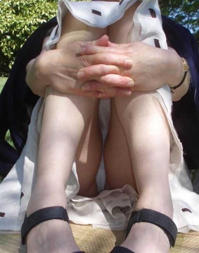 ミニスカ女子が座った時に現れるえっちな三角ゾーンがこちらwww0007shikogin