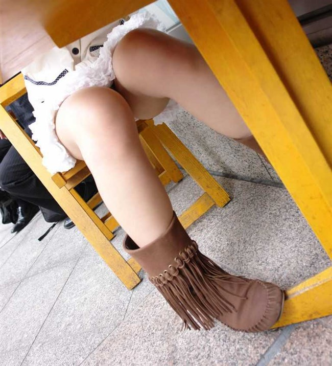 ミニスカ女子が座った時に現れるえっちな三角ゾーンがこちらwww0012shikogin