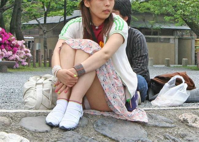ミニスカ女子が座った時に現れるえっちな三角ゾーンがこちらwww0014shikogin