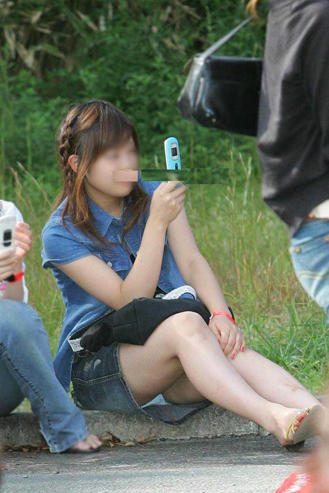 ミニスカ女子が座った時に現れるえっちな三角ゾーンがこちらwww0004shikogin