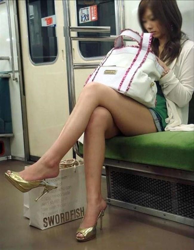 街行く一般人女子の生足が美味しそうな着衣エロ画像0009shikogin
