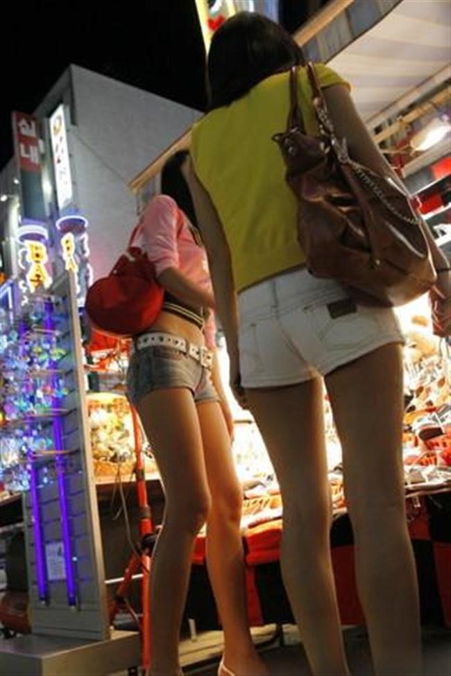 街行く一般人女子の生足が美味しそうな着衣エロ画像0011shikogin