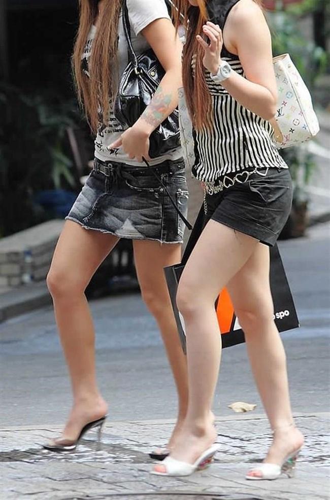 街行く一般人女子の生足が美味しそうな着衣エロ画像0015shikogin