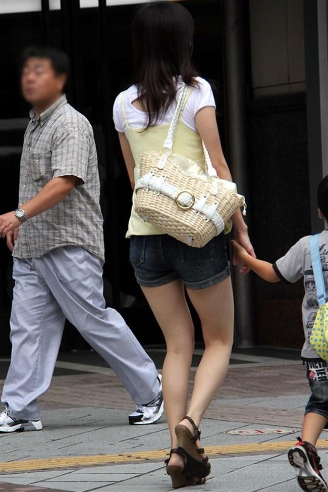 街行く一般人女子の生足が美味しそうな着衣エロ画像0018shikogin