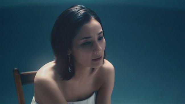 吉田羊~JUJUとコラボしたスーパーライブのドレス姿が乳首見えそうで極エロ!0004shikogin