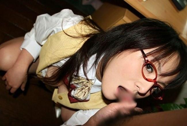 真面目そうな眼鏡女子が性欲むき出しのフェラチオwwwww0008shikogin