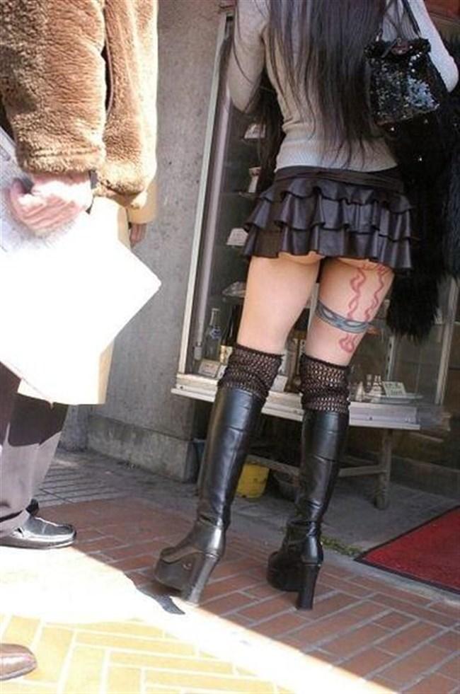 突風でスカートがめくれる!神アシストで見えたパンツは格別wwwww0020shikogin