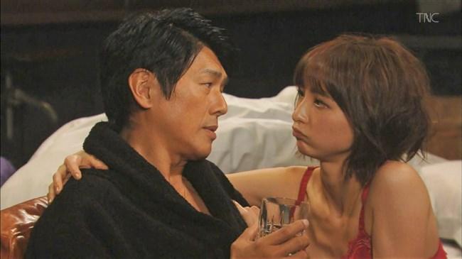 篠田麻里子~ドラマ後妻業での胸の谷間を見せたキャミ姿が超エロくて興奮!0005shikogin