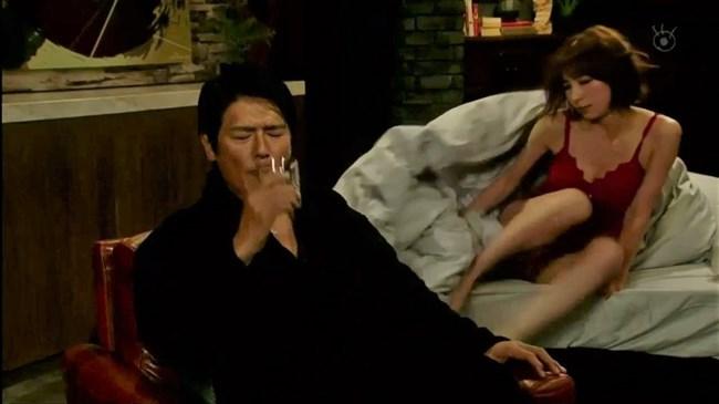 篠田麻里子~ドラマ後妻業での胸の谷間を見せたキャミ姿が超エロくて興奮!0010shikogin