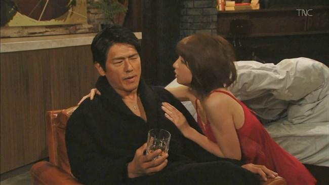 篠田麻里子~ドラマ後妻業での胸の谷間を見せたキャミ姿が超エロくて興奮!0014shikogin
