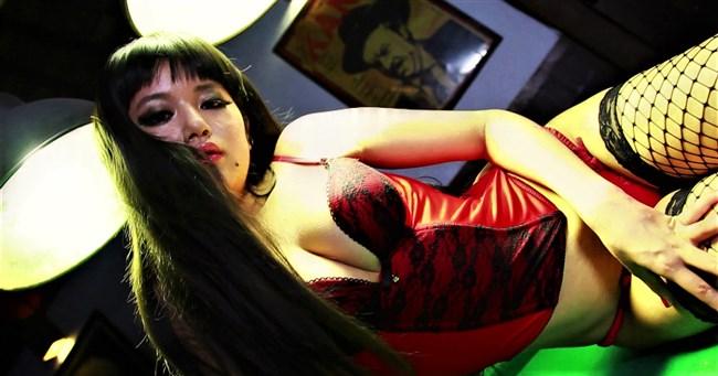 小林礼奈~元グラドルの芸人妻がグラビアで下着姿でのスケ乳首を披露!0003shikogin