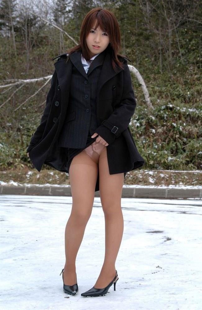 スカートたくしあげて恥ずかしそうに挑発してくるお姉さんえっち過ぎwwww0008shikogin